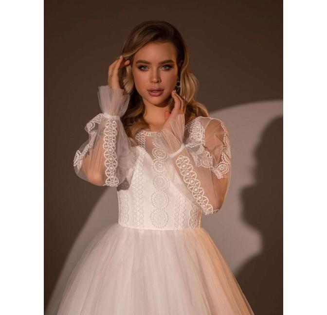 Princeznovské boho svadobné šaty s balónkovými rukávmi zdobenými bohočipkou.